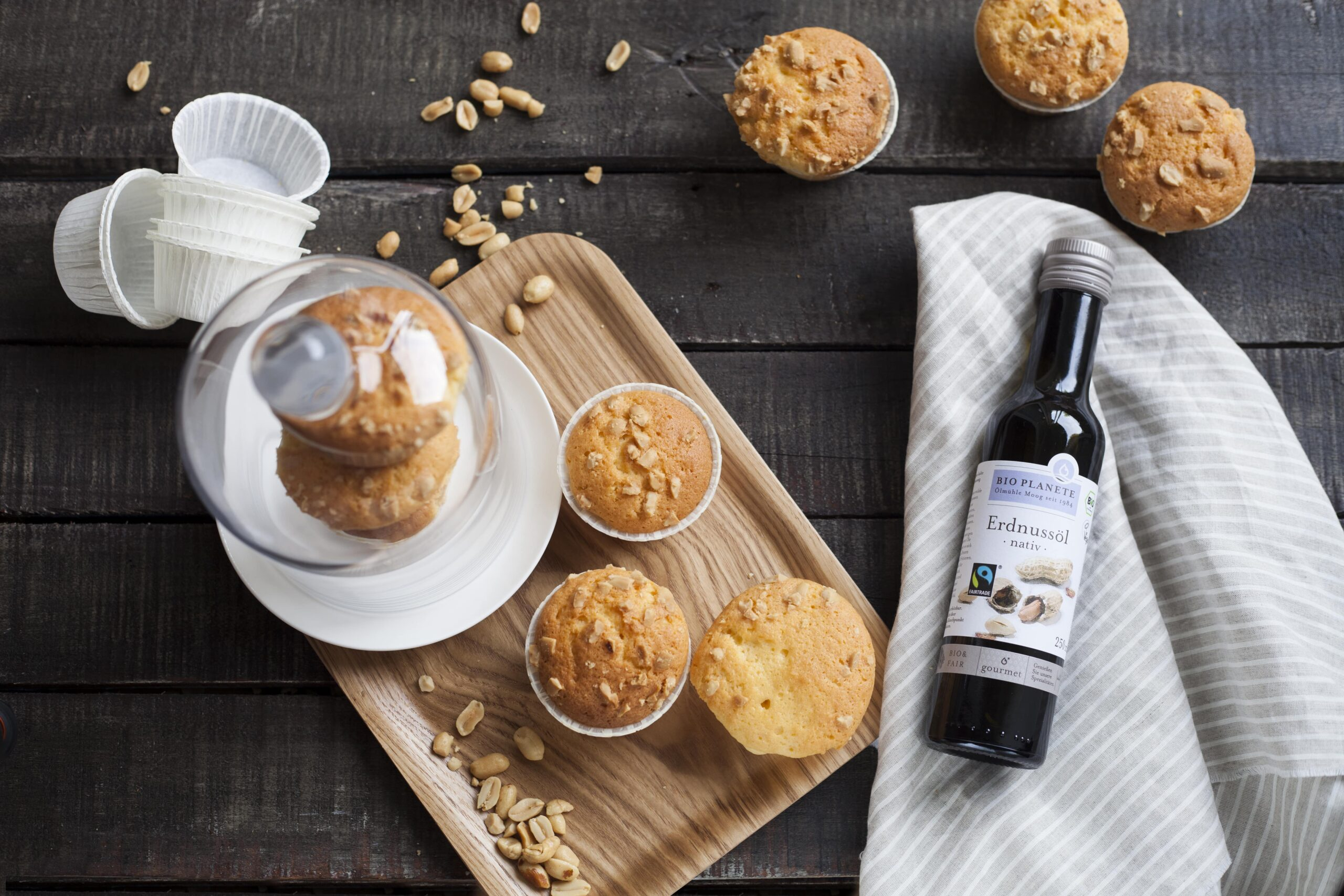 Peanut muffins